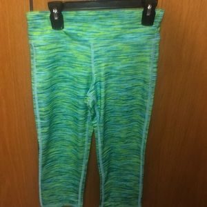 Old Navy Bottoms - Old navy active capris